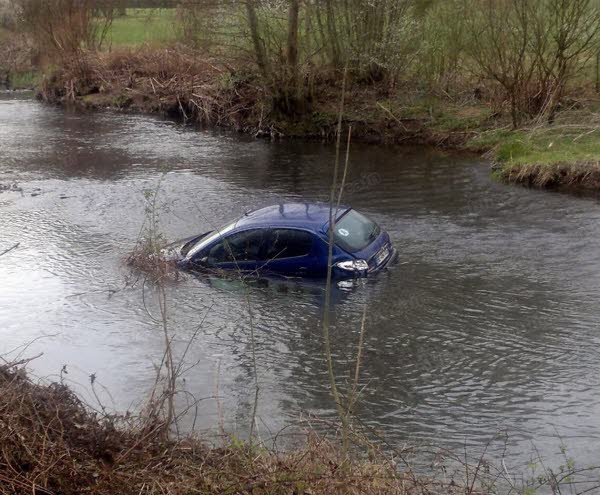 eau secours ma voiture est tomb e dans l 39 eau un article d 39